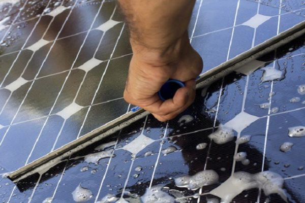 Comment nettoyer des panneaux solaires ?
