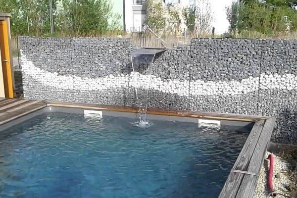 Quel professionnel contacter pour construire un mur avec lame d'eau ?