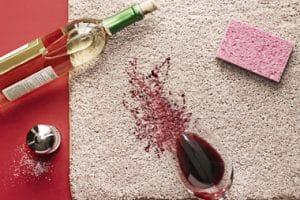 Comment enlever les vieilles taches sur le tapis?